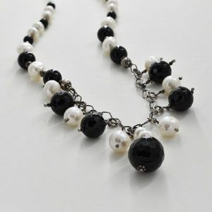 Jewelry - ‼️Clearance‼️ Vintage 925 Onyx & Pearl Necklace